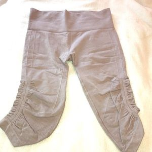 Lululemon Light grey sz 6 cropped leggings ruching